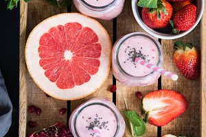 Fresh smoothies with grapefruit