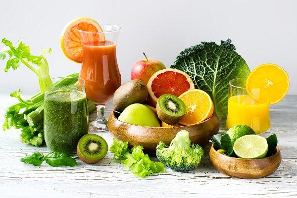 Fresh detox green smoothie and juic…