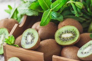 Green kiwis and mint leaves