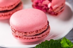 French raspberry macarons