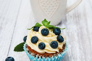 Cupcake with fresh blueberries