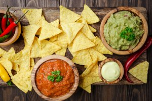 Mexican nachos with dip