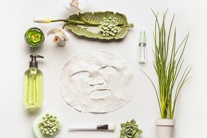 Sheet mask with green cosmetic