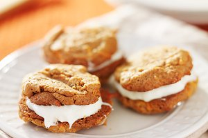 carrot cake cream filled cookies