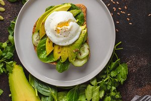 avocado with egg sandwich