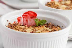 breakfast strawberry crumble