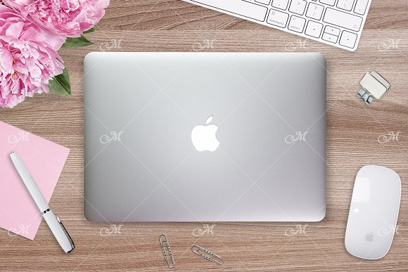 Macbook Cover Mock-up PSD