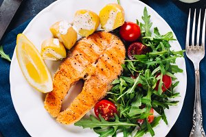 Grilled salmon slice with salad