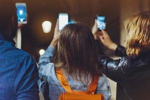 Friends use smartphones