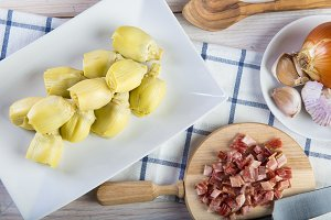 Ingredients for cooking sauteed artichokes with ham