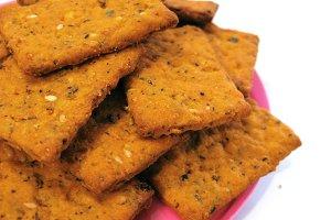Crispbread cracker snack cookie food
