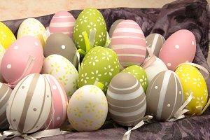 Varios huevos de pascua decorados (17).jpg