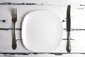 empty white ceramic plate