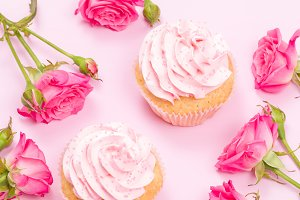Cupcakes with pink cream and roses