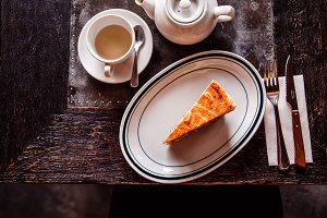 carrot cake with tea