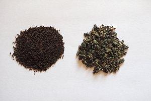 loose green gunpowder tea and English breakfast tea