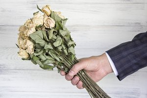 Dried bouquet of white roses