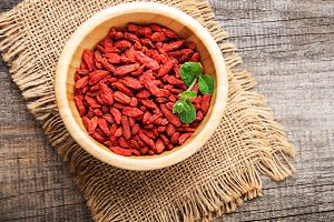 dry red goji berries