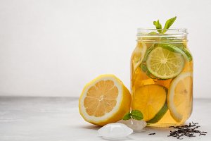 Lemon lime ice tea with mint