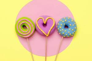 Fashion Donuts. Candy Minimal Flatla