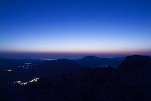 Horizon at dawn among mountains