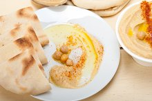 fresh hummus and pita bread 009.jpg