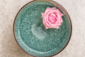 Spa bowl with pink rose