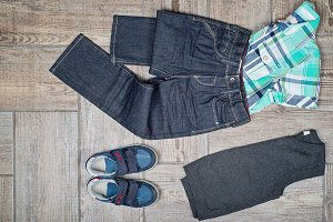 Flat lay picture of boy's casual outfit.