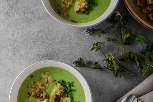 Green cauliflower soup