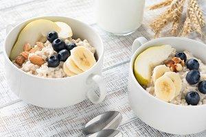 Oatmeal porridge with fruits