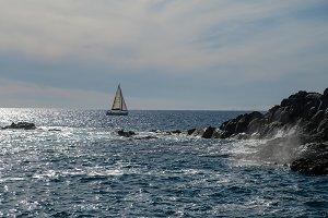 sail boat at horizon line