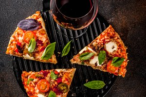 Pizza and red wine