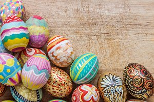 Set of colorful easter egg on wooden