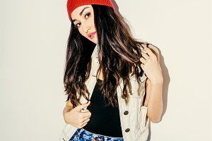 Brunette Pretty girl in beanie