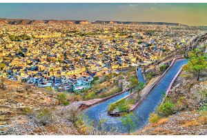 Winding road to Nahargarh Fort from Jaipur - Rajasthan, India