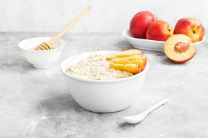 Oatmeal with nectarine and honey