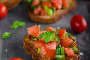 French garlic toast with vegetable salad