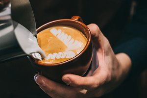 how to make latte art by barista focus in milk and coffee