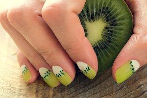 Kiwi art manicure
