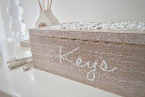 white keyholder box