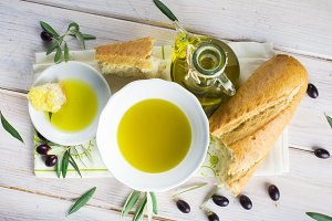 Extra virgin olive oil with bread