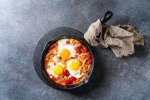 Fried egg with vegetables