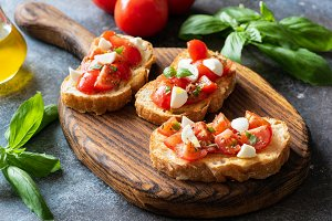 Italian tomato mozzarella bruschetta