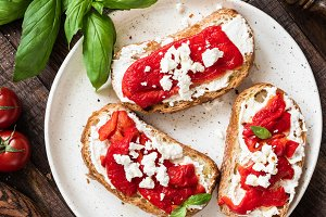 Italian bruschettas with goat cheese