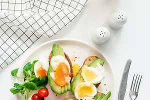 Healthy avocado and egg toasts