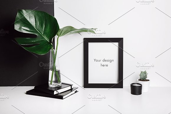 Minimal frame mockup with monstera