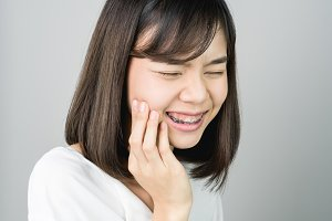 Asian girl show off the toothache