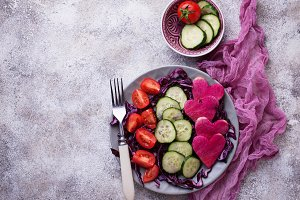 Salad with cucumber, tomato and red cabbage