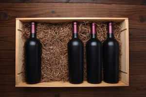 Wood case of red wine Bottles