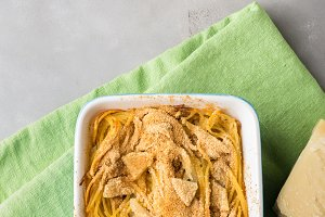 Spaghetti gratin with fennel and parmesan cheese